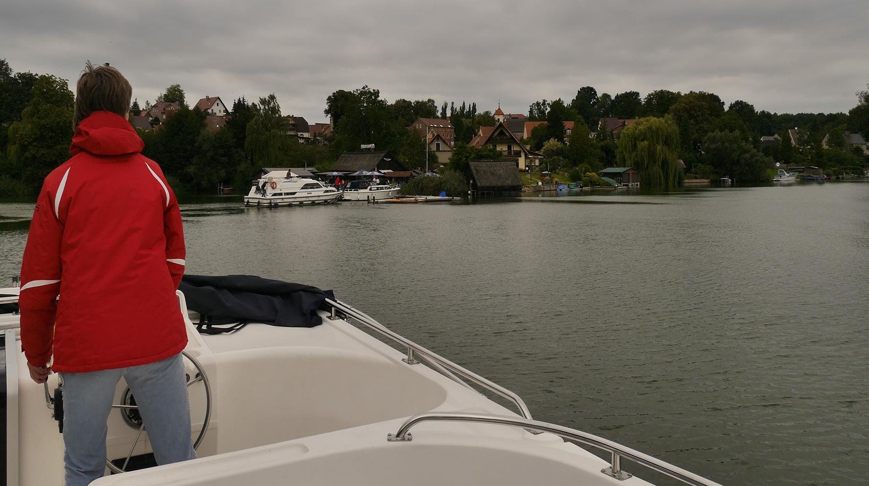 Mensch-auf-Boot